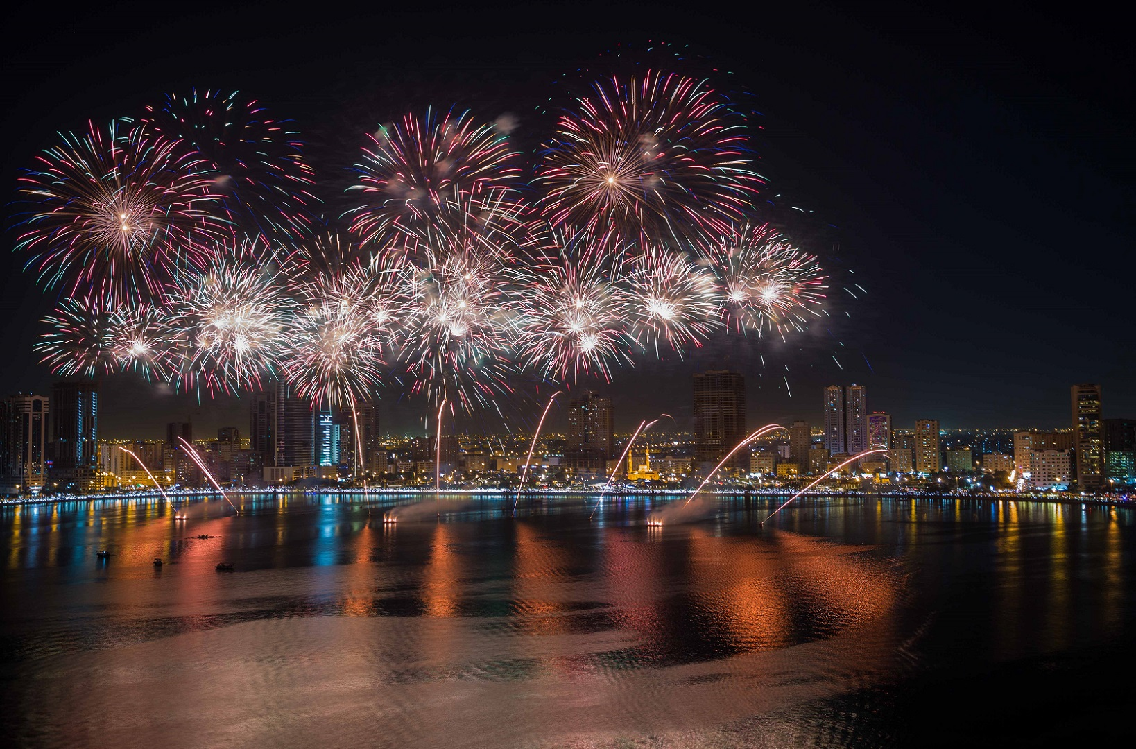 New Year Fireworks Sharjah 2019, United Arab Emirates – The Ultimate New Year's Eve Fireworks Guide
