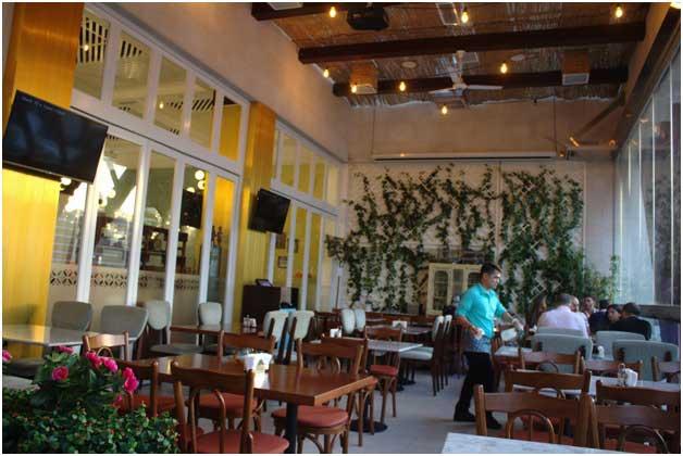 Ayam Elezz Restaurant Table Arrangement