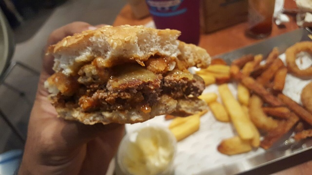 Burgerfuel Restaurant Dubai - Review - Juicy Burgers