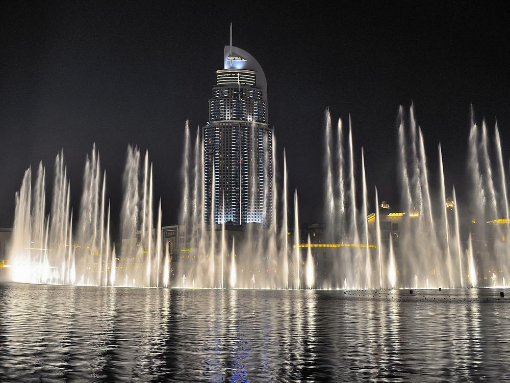 Dubai Fountain - Places to Visit in Dubai