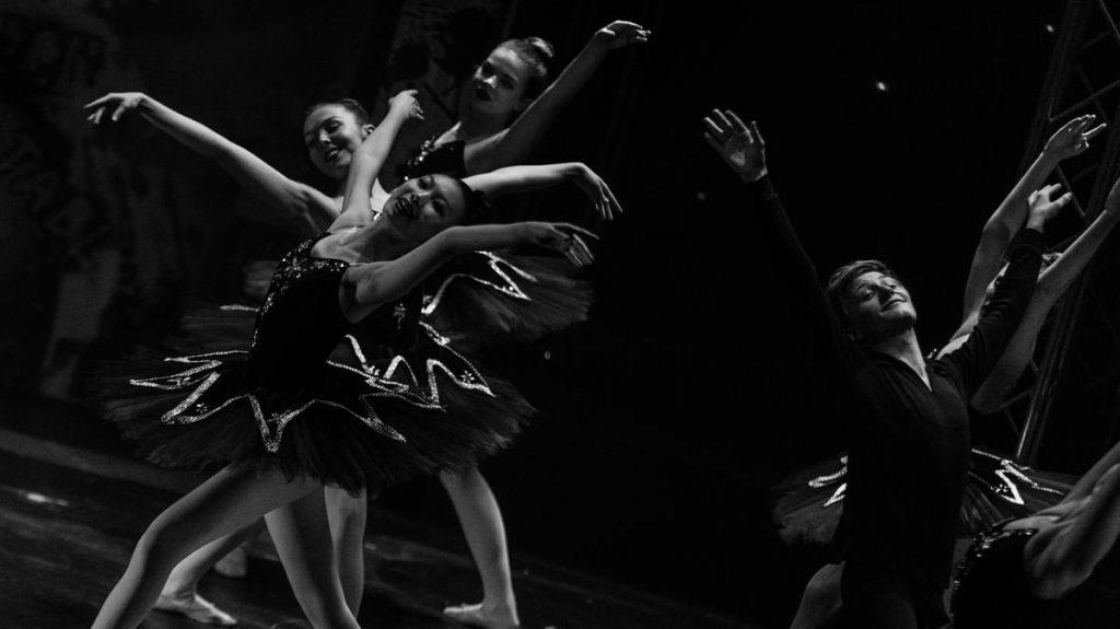 Dubai Opera Contemporary Dance Class