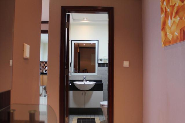 Emirates Grand Hotel Dubai UAE Review - full bath in the master bedroom