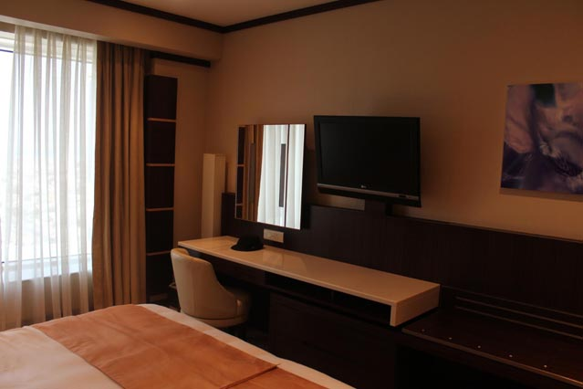 Emirates Grand Hotel Dubai UAE Review - Deluxe Room - free WiFi аnd flat-screen TVs