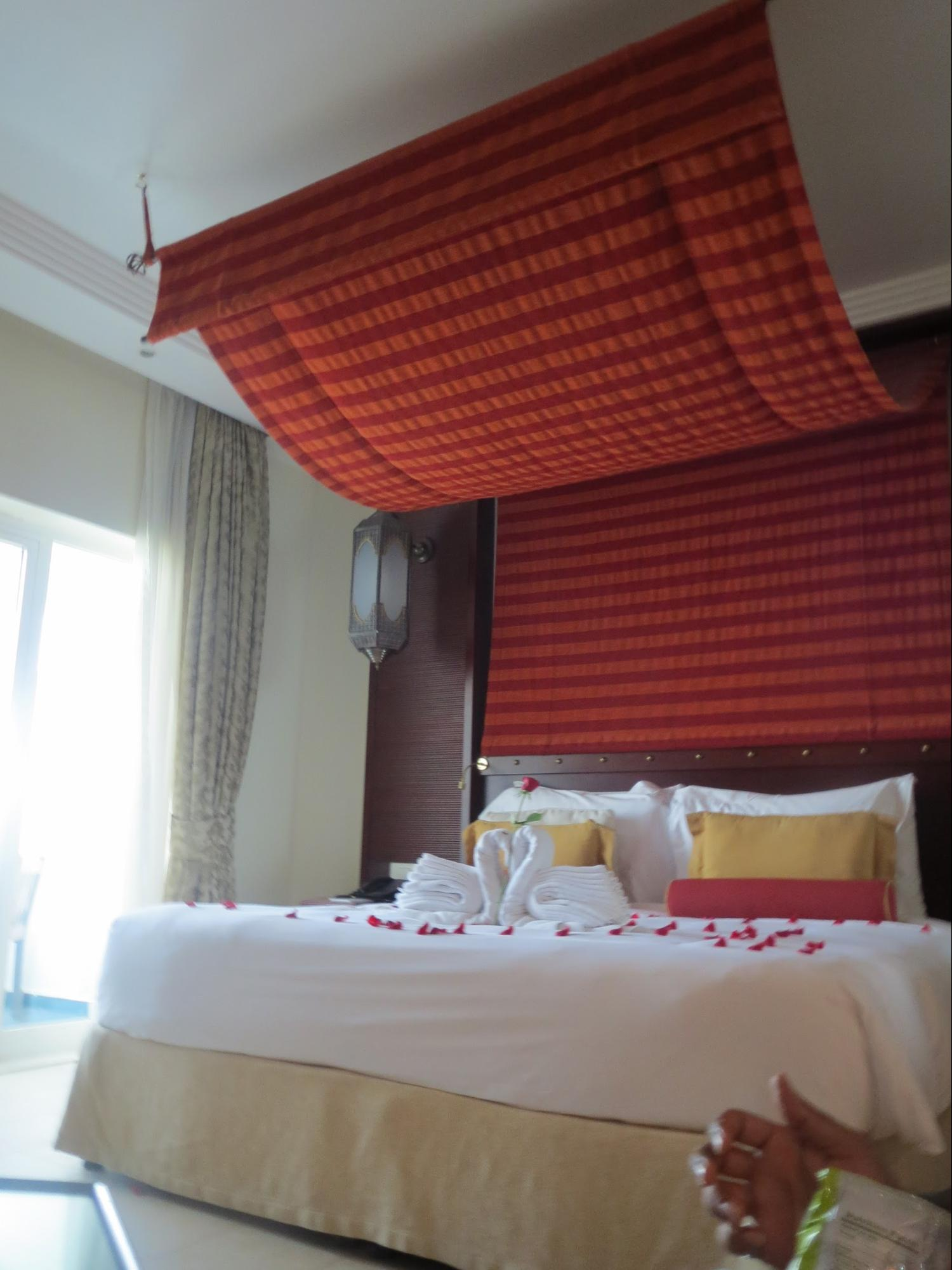 Kempinski Hotel, Ajman Review - Leisure Club Room - Beautiful Swans with Towels