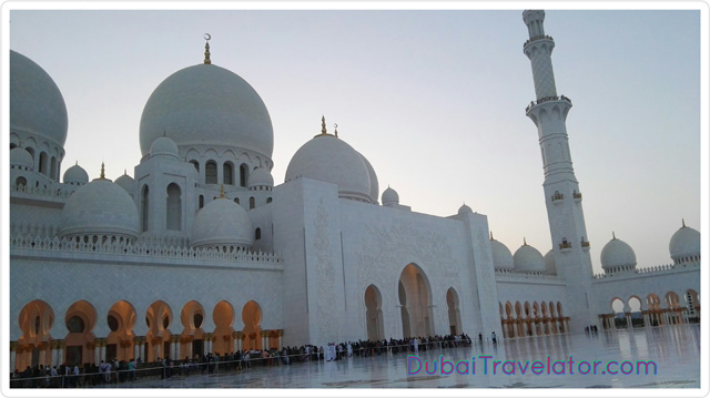 Sheikh Zayed Grand Mosque – Neighborhood places to visit in Dubai, UAE.